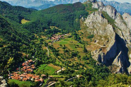 vista-aerea-pueblos-dobres-cucayo-picos-europa