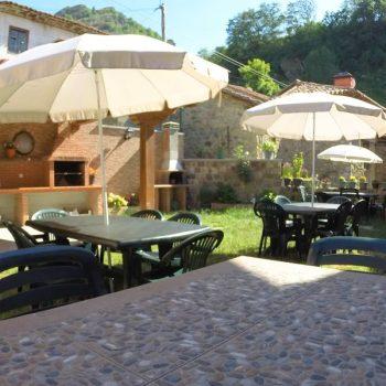foto-mesas-terraza-y-barbacoa-el-canton